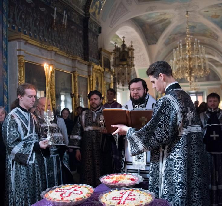 Архиерейское богослужение в храме Рождества Иоанна Предтечи