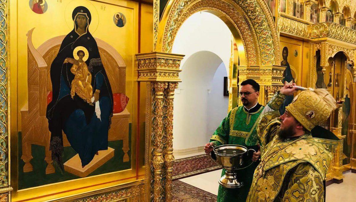 Преосвященный Матфей освятил новый иконостас на Патриаршем Подворье святителя Николая Чудотворца в Бари