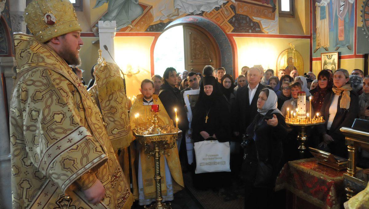 Епископ Матфей совершил воскресную Божественную литургию