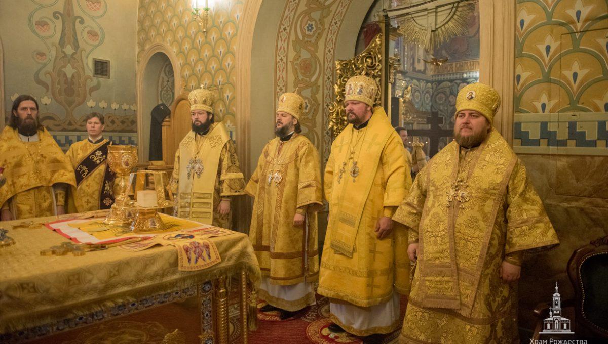 Епископ Богородский Матфей сослужил за Божественной литургией в храме Рождества Иоанна Предтечи на Пресне