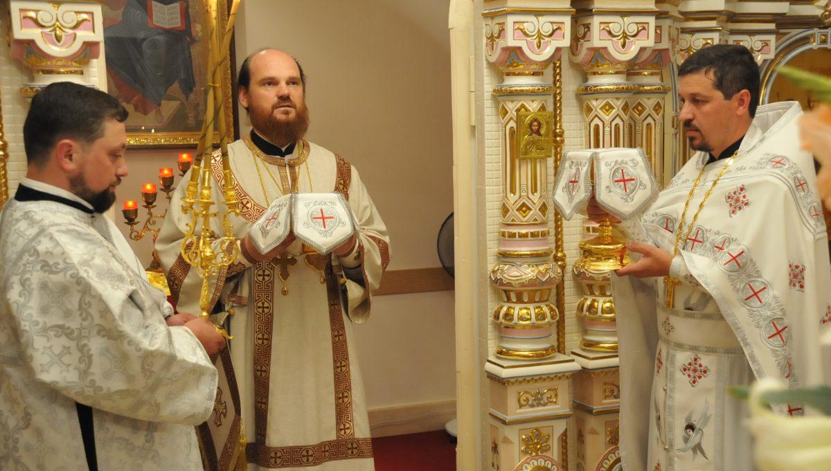 Божественную литургию в храме святых Константина и Елены совершил епископ Богородский Амвросий