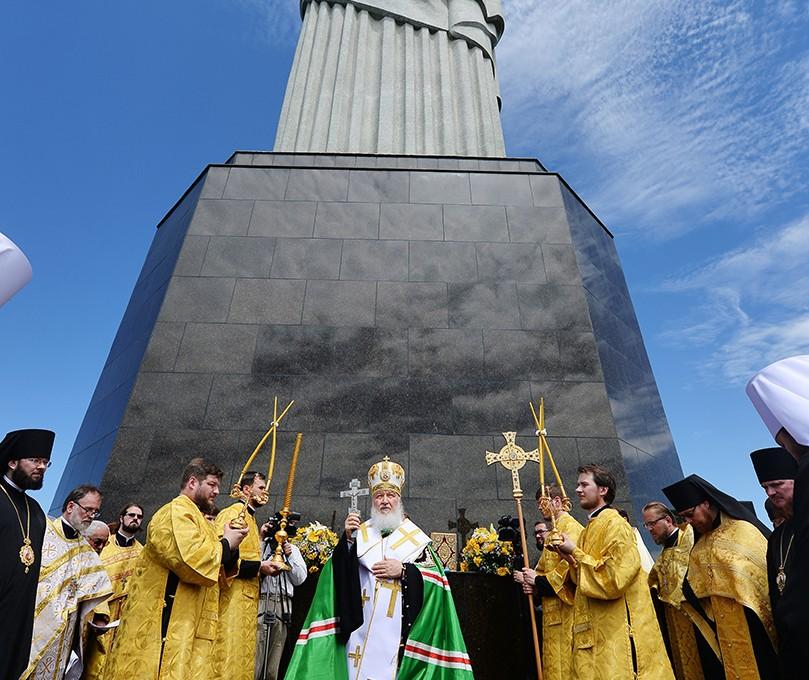 Святейший Патриарх Кирилл совершил молебен о гонимых христианах у статуи Христа-Искупителя на горе Корковаду