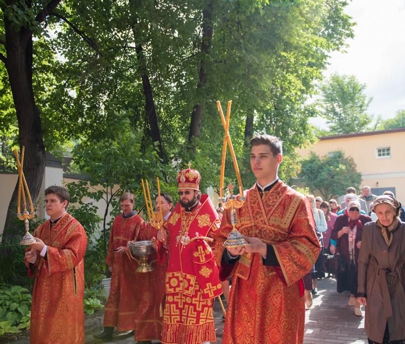 Архиерейское богослужение в день Отдания праздника Пасхи