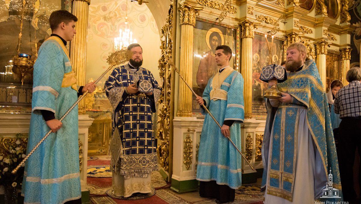 Богослужения в день празднования Казанской иконе Божией Матери