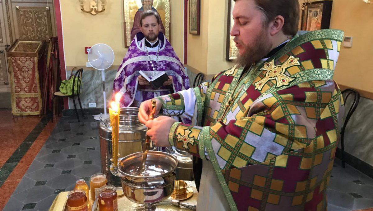 Преосвященный Матфей совершил Божественную Литургию