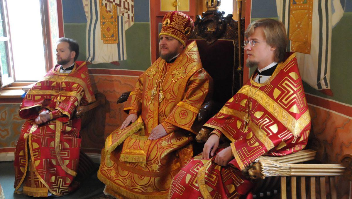 Епископ Матфей совершил Божественную Литургию