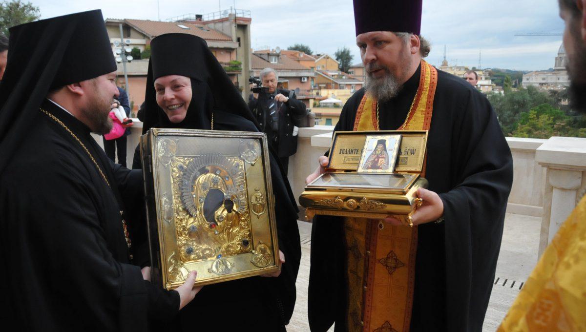 Святыни Вышенского монастыря прибыли в Екатерининский храм