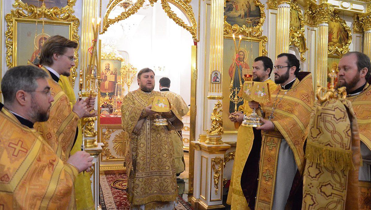 Епископ Матфей возглавил престольные торжества храма во имя святого апостола Андрея Первозванного в Неаполе