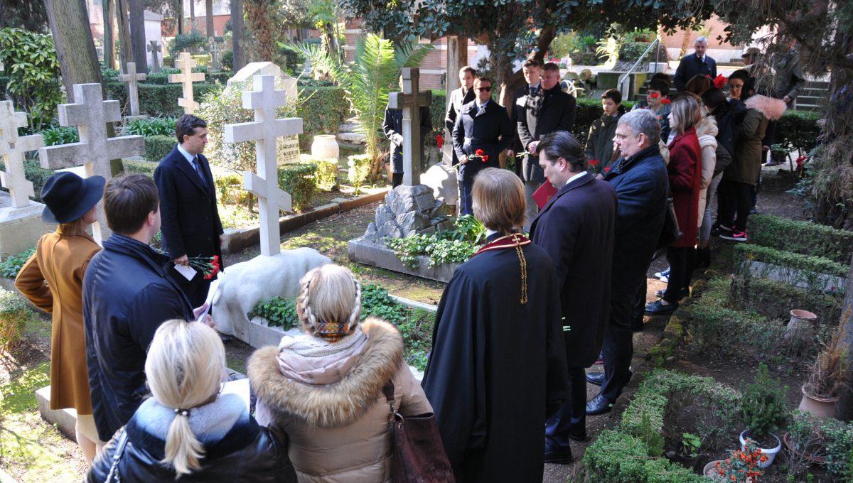 Панихида по дипломатическим работникам на римском некатолическом кладбище Тестаччо