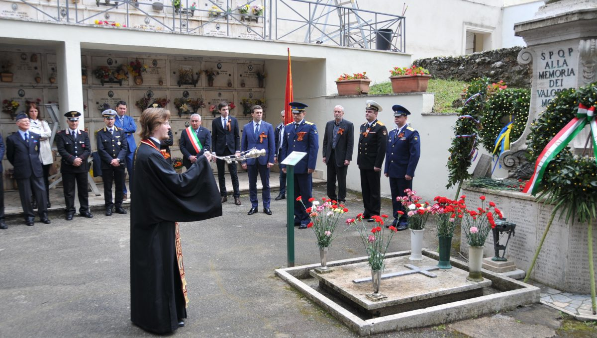 Памятная церемония у захоронения русских солдат