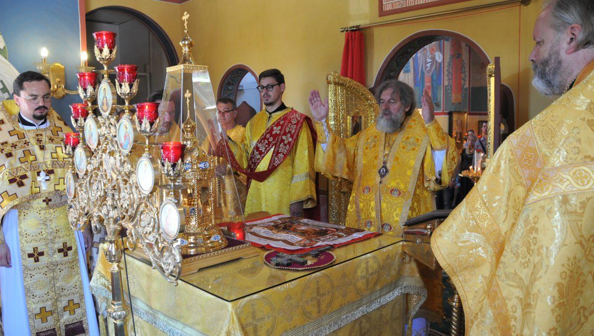 Воскресную литургию возглавил митрополит Виленский и Литовский Иннокентий