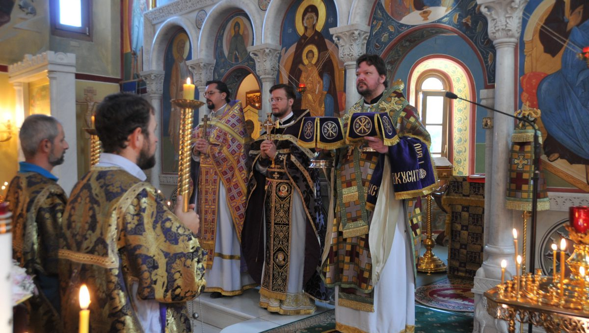 Воскресную литургию совершил епископ Наро-Фоминский Иоанн