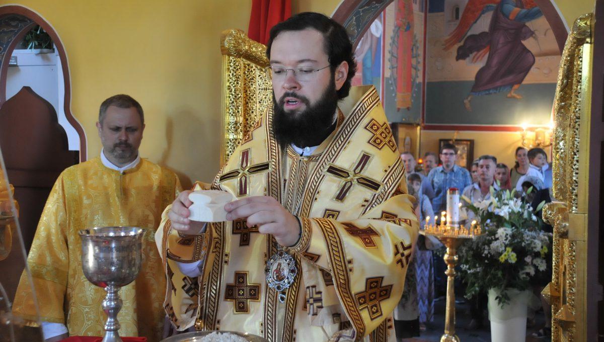 Митрополит Антоний совершил Божественную литургию