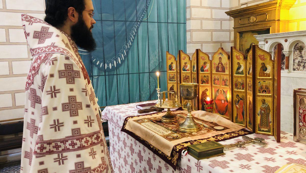 Патриарший Экзарх Западной Европы совершил Божественную литургию в Сен-Тропе