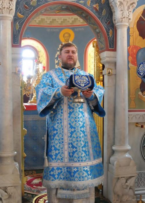 Епископ Матфей совершил Божественную Литургию в Екатерининском храме