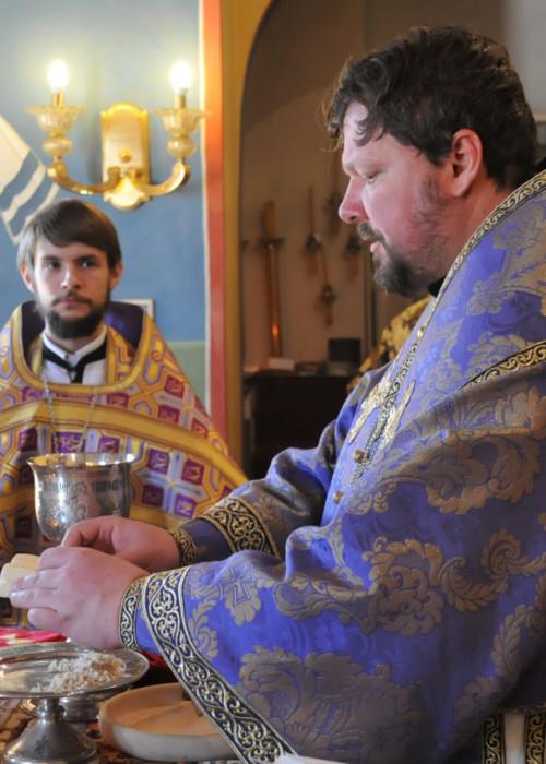 Митрополит Корсунской и Западноевропейский Иоанн совершил Божественную литургию