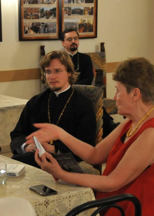 В храме прошел творческий вечер поэта и прозаика Анны Бердичевской