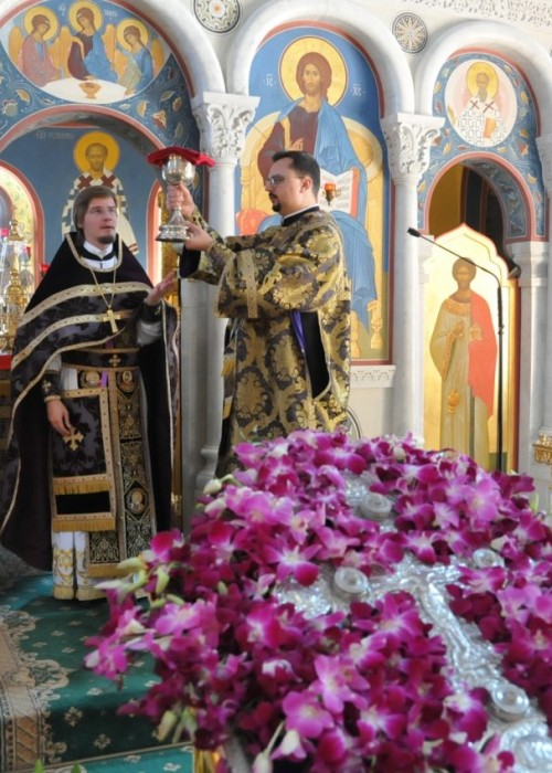 Всемирное Воздвижение Честного и Животворящего Креста Господня