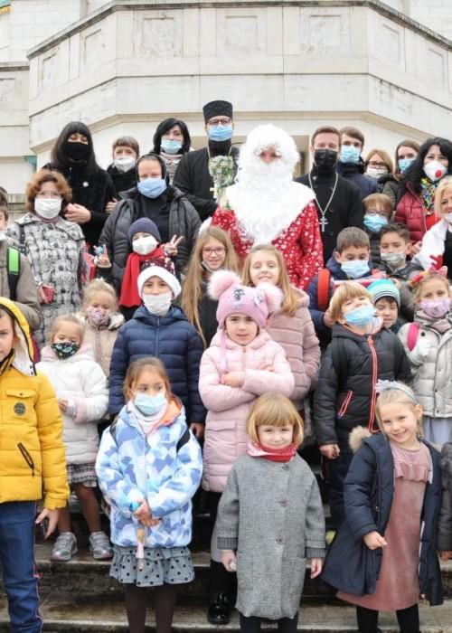 Воспитанники детской школы получили новогодние подарки