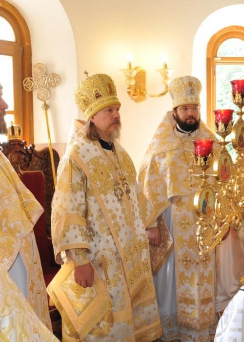 Архиепископ Марк совершил Литургию в Екатерининском храме